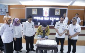 Penandatanganan Nota Kesepahaman antara PemKab Way KananDengan Kominfo Provinsi Lampung