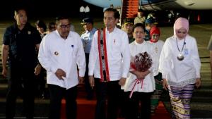 Presiden Jokowi dan Ibu Iriana Tiba di Ambon