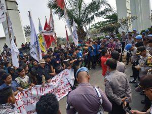 Sebanyak 683 Personil Polda Banten Amankan Aksi Damai oleh Mahasiswa di Kantor Gubernur