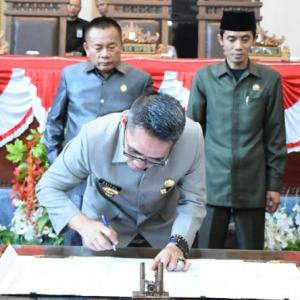 Bupati dan DPRD Lampung Timur Tandatangani Kebijakan Umum APBD dan Prioritas Plafon Anggaran Sementara