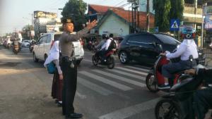 Hadir melayani masyarakat, Ditsamapta Polda Banten Rutin Pengaturan Lalu Lintas.