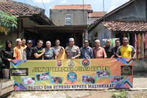 Polri Peduli, Tim Jumat Barokah Polda Banten Kunjungi Keluarga Pak Kadir
