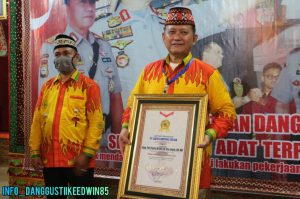 Ike Edwin dan Putranya Dianugrahi Tokoh Peduli Sosial, Dokter Zam Covid-19