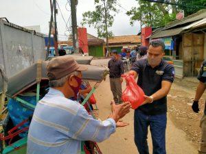 Polda Banten Bersama PIC Bagikan Ratusan Sembako Kepada Masyarakat Terdampak Covid-19