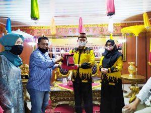 Calon Wali Kota Balam, Ike Edwin Dapat Penghargaan dari Universitas Saburai
