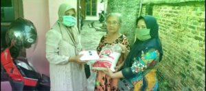 Bantuan Beras dari Firmansyah-Bustomi, Warga Terharu dengan Tim Relawan