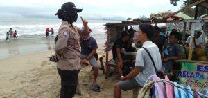 Himbau Pengunjung Pantai, Kapolsek Anyar Patroli di Wisata Pantai Anyer