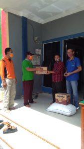 Pemkab Serahkan Bantuan Sembako Untuk Warga Menjalani Isolasi Mandiri