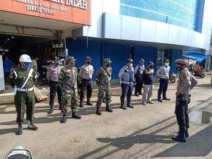 TNI-Polri Kawal Penerapan New Normal di Pasar Lama