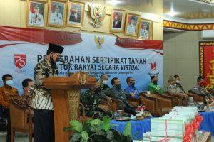 Plt.Bupati Lampung utara Serahkan Sertifikat Pada Masyarakat