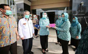 Ibu Riana Sari Arinal Siap Salurkan Bantuan Masker Dan Telur Dari 2 Perusahaan