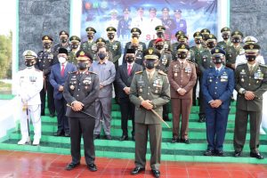 Kapolda Banten Bersama Danrem 064/MY, Menghadiri Kegiatan Ziarah Ke TMP Dalam Rangka HUT TNI Ke-75