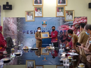 Pemda Pesisir Barat Raih Piagam Penghargaan Opini WTP Laporan Keuangan Tahun 2019