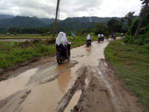Masyarakat Kelumbayan Merasa Terisolir Sebab Buruknya Akses Jalan Udang- Udang