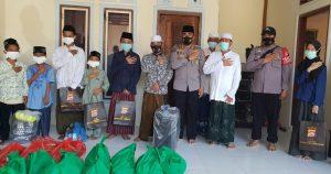 Ramadhan Tiba , Kapolda Banten Berbagi Ribuan Perlengkapan Shalat