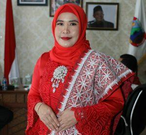 """Hj. Winarni """"Perempuan Lamsel Bisa Meneladani Kepribadian Raden Ajeng Kartini"""""""