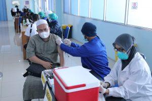 Dukung Program Pemerintah, Dosen dan Karyawan IIB Darmajaya Jalani Vaksinasi Tahap Dua