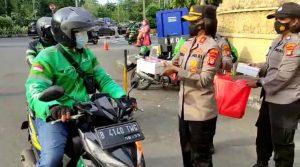Peduli Sesama pada Bulan Ramadhan Polwan Polsek Tanjung Duren Mengadakan Aksi Sosial