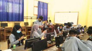 Dosen DKV Darmajaya Ajari Pelajar SMK Pangudi Luhur Desain Grafis dan Videografi