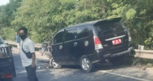 Lakalantas Lamteng, Mobil Dinas Pemkab Way Kanan Ringsek Adu Moncong