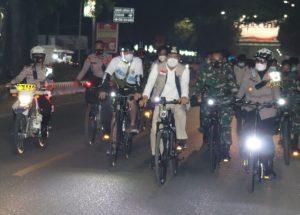 Jelang H-1 Perayaan Idul Fitri 1442 H, Wali Kota Metro Bersama Fokorpimda Lakukan Patroli Dengan Sepeda