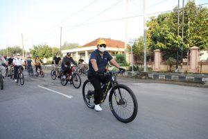 "Kompak, Gubernur Arinal Bersama Para Guru SMA/SMK Berolahraga Sepeda Santai ""Gowes Ki Hadjar"""