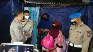 Hari Ke 16 Penerapan PPKM Darurat , Polda Banten Bagikan Sembako dan Masker Kepada Pedagang