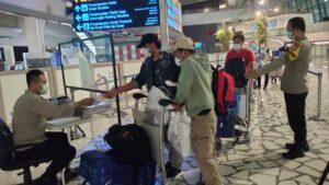 Polisi Monitoring Kedatangan WNA, WNI dan PMI dari Luar Negeri