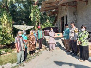 Vera Yuliastuti Kakam Setia Negara Berikan Sembako dari Bupati Way kanan 15 Paket