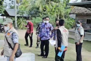 Ali Rahman Bagikan Langsung Sembako Kepada Warga Isoman Di Kampung Panca Negeri