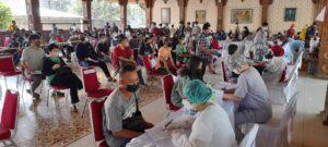 Polisi Tinjau Pelaksanaan Vaksin Presisi di Gedung Yaskum Indonesia Kembangan