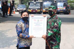 Sinergi Program Vaksinasi , Dandim 0501 dan Kapolres Metro Jakarta Pusat Raih Penghargaan Presisi Award