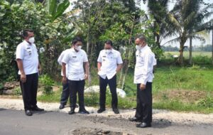 Wali Kota dan Wakil Wali Kota Metro Tinjau Jalan Rusak WR. Supratman