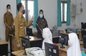 Bupati Way Kanan Tinjau Kesiapan Pelaksanaan PTM di SMK YP 17 Baradatu