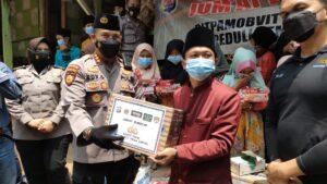 Warung Jum'at Barokah Salurkan Bansos Untuk Masyarakat Terdampak Covid-19