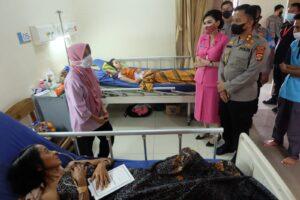 Kapolres Dan Ketua Bhayangkari Cabang Lampung Utara Kunjungi Korban Curas
